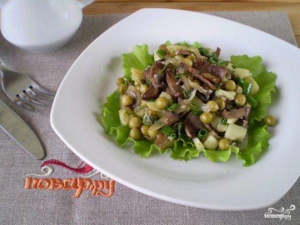 Салат с горошком и грибами