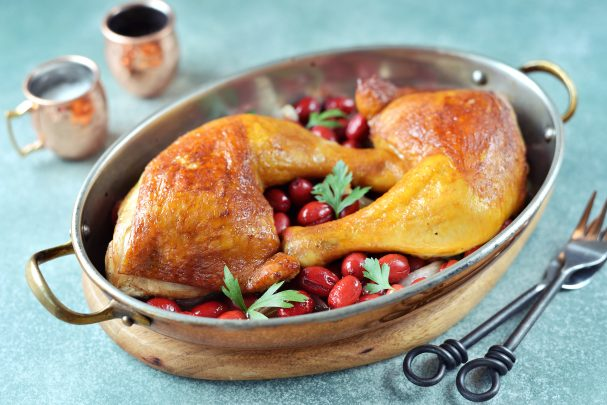 Курица с кизилом в духовке