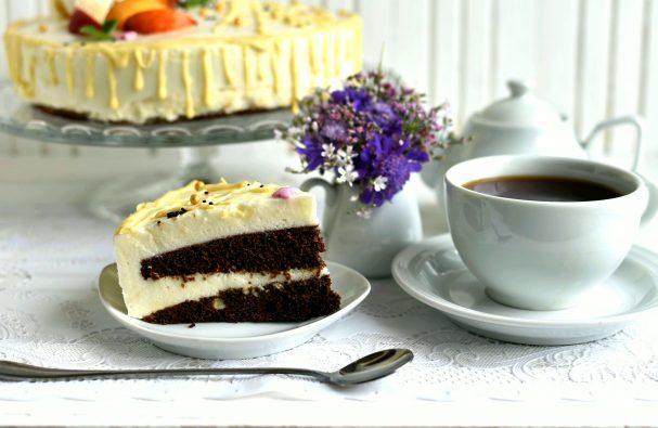 Маковый торт с йогуртовым муссом и белым шоколадом