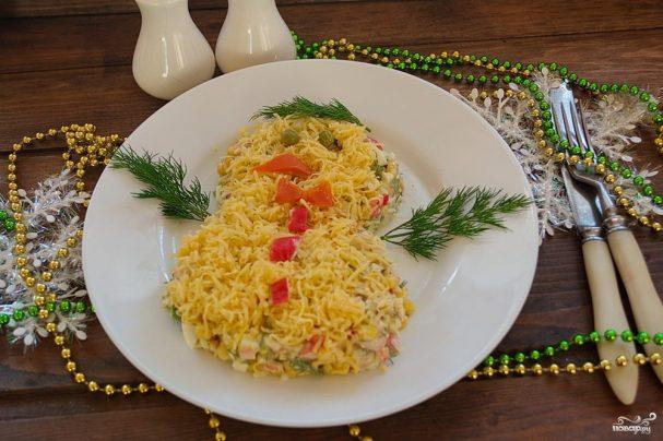 Кальмаровый салат с крабовыми палочками