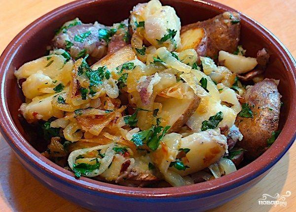 Картофель тушеный с луком