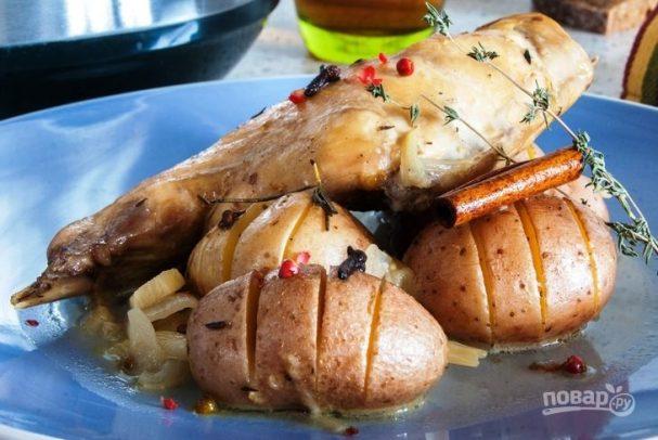 Стифадо из кролика с запеченным картофелем