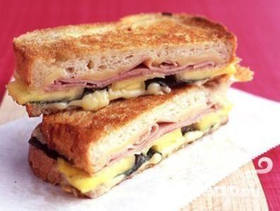 Сэндвич с сыром, ветчиной и ананасом