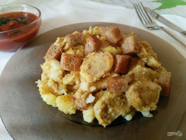 Яичные кнедли с картофелем и гренками
