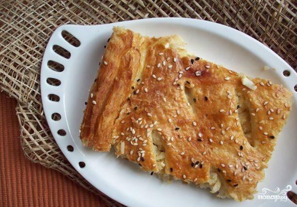 Пирог с капустой из слоеного дрожжевого теста