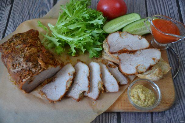 Свиной окорок, запеченный в духовке в фольге