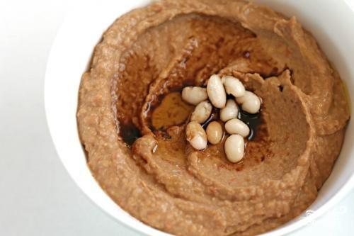 Соус из запеченного чеснока и фасоли