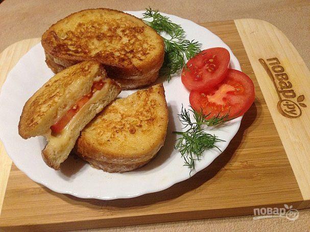 Теплый сэндвич с сыром и помидором