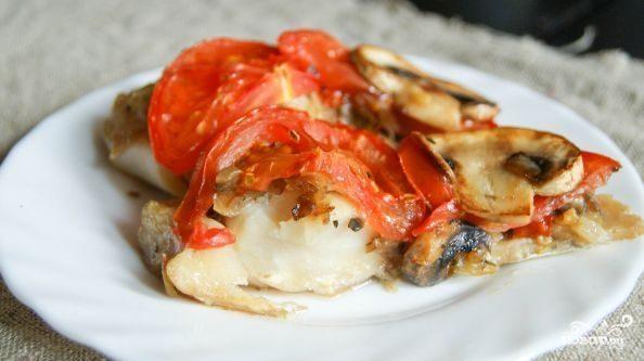 Минтай в духовке с грибами