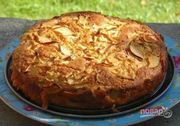 Яблочная шарлотка на сидре