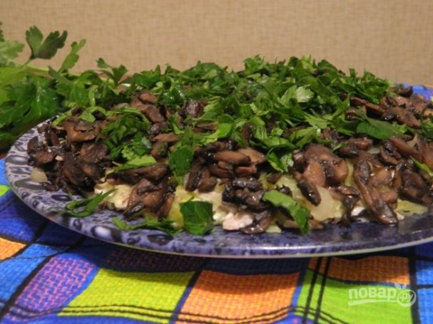 """Слоеный салат """"Лемберг"""" с грибами"""