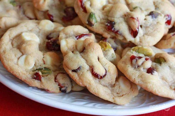 Печенье с фисташками, шоколадом и клюквой
