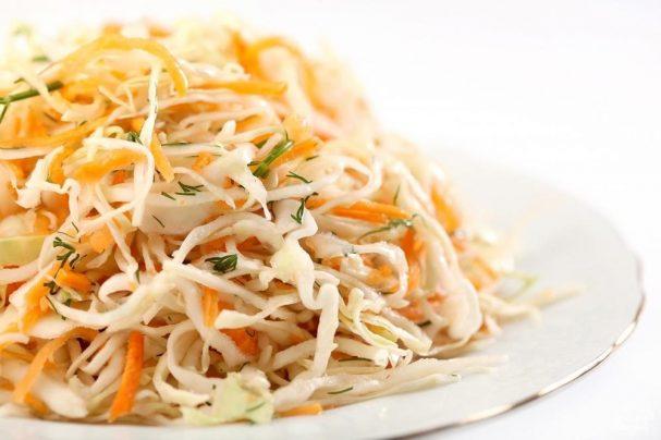 Рецепт легкого салата со свежей капустой — 3