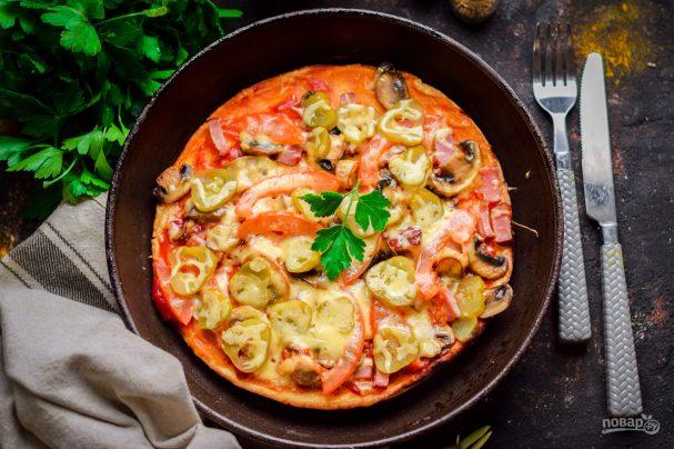 Пицца с грибами на сковороде