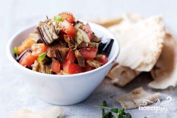 Салат с баклажанами и курицей