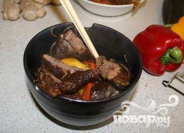 Утка по-китайски с лапшой и овощами