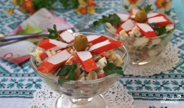 Салат новогодний из крабовых палочек
