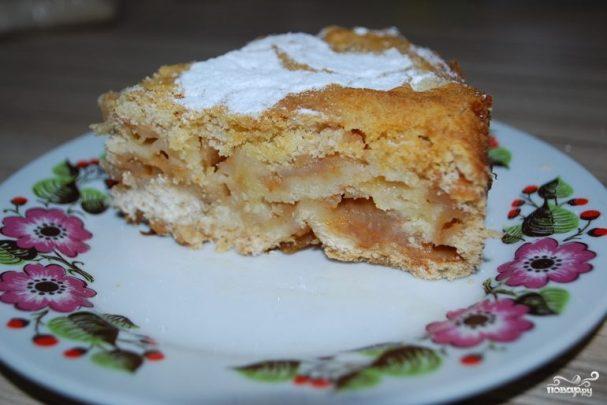 Пирог с яблоками и манкой