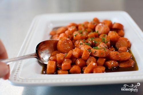 Молодая морковь, жаренная в карамели
