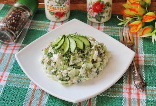 Салат с курицей, горошком и огурцом