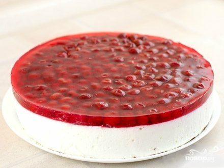 Песочный пирог с творожным суфле и ягодным желе