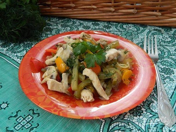 Жареная курица с солеными огурцами