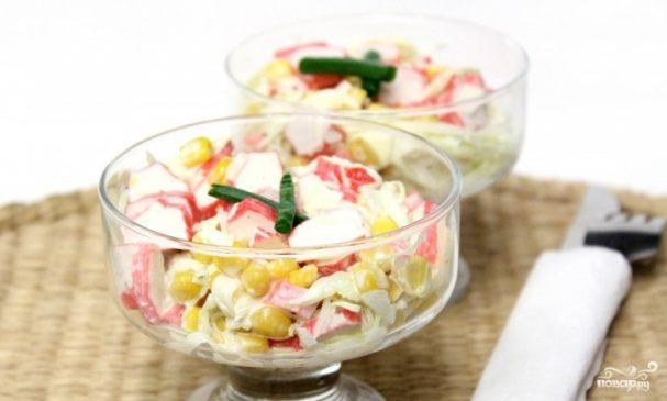 Салат из свежей капусты с крабовыми палочками