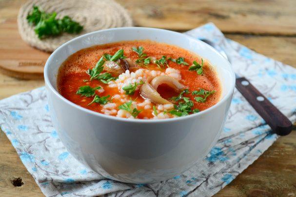 Томатный суп с перцем и рисом