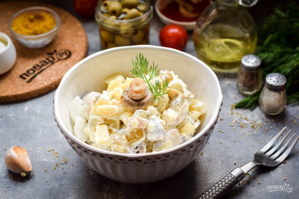 Салат с солеными грибами и картофелем