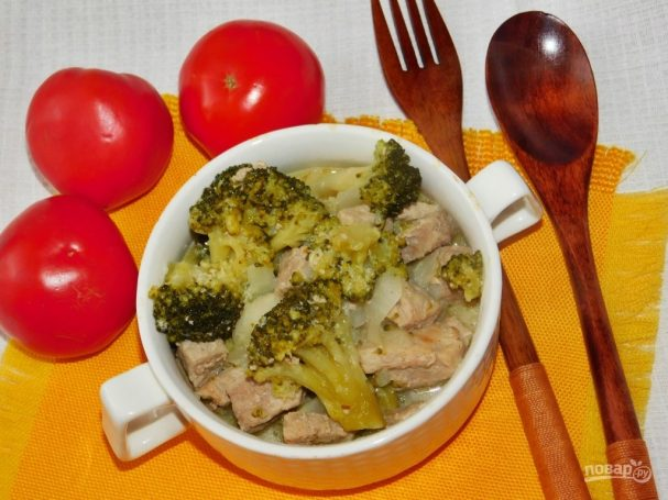 Свинина с брокколи на сковороде со сливками рецепт
