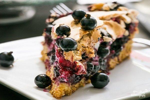 Песочный пирог с черной смородиной