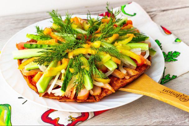 Курица с овощами на гречневой галете
