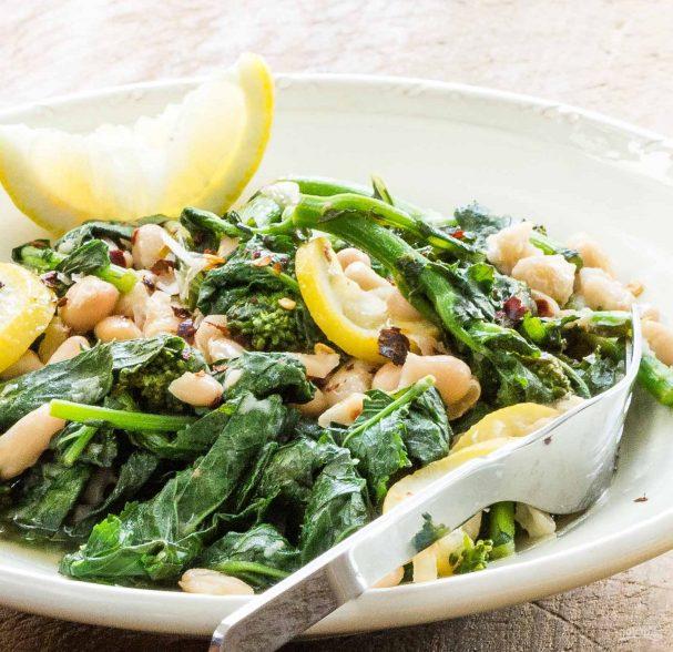 Овощной салат с белой фасолью