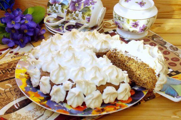 Ореховый пирог с меренгой