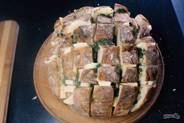Закусочный хлеб с сыром и зеленью