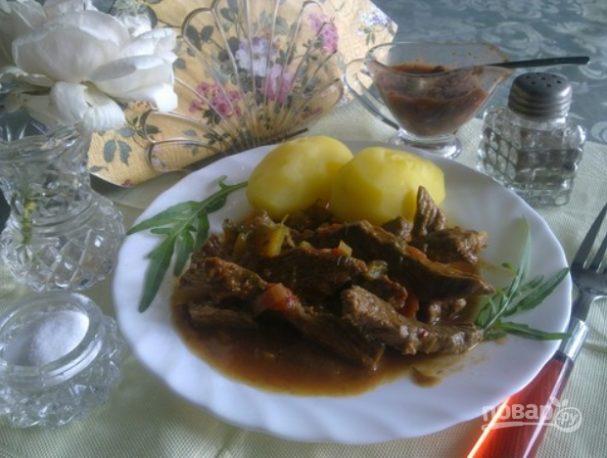 Азу по-татарски с солеными огурцами
