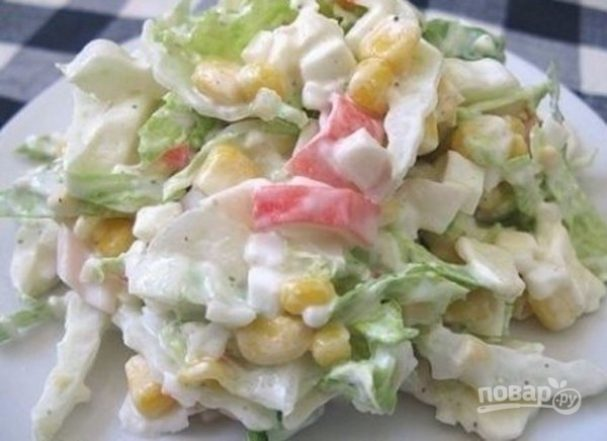 Салат с капустой и крабовыми палочками
