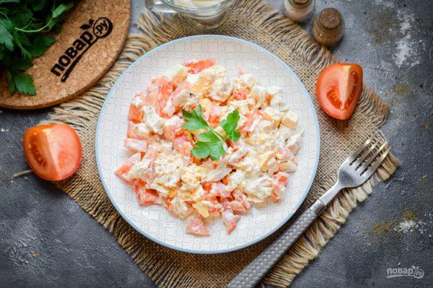 Салат с помидорами и курицей