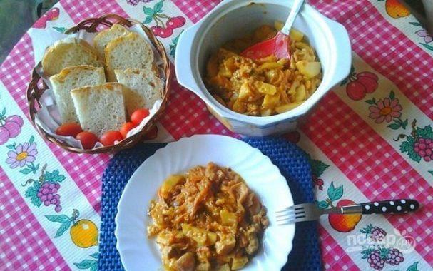 Картошка с грибами под сметанным соусом