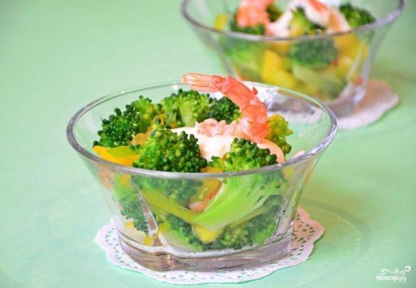 Салат с креветками и брокколи
