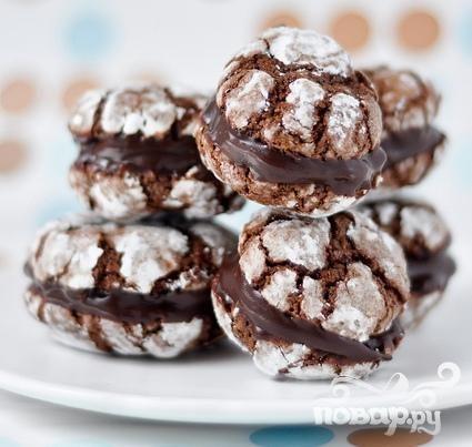 Шоколадное печенье с кофейной начинкой