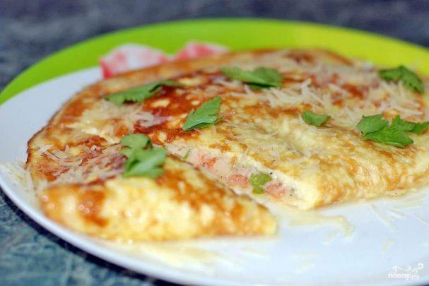 Омлет с помидорами и сыром
