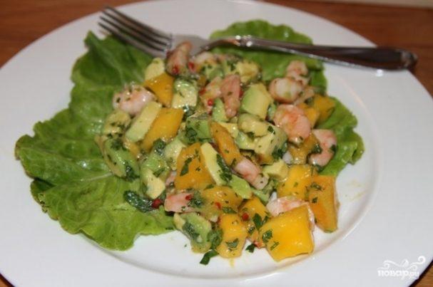 Салат из манго с креветками