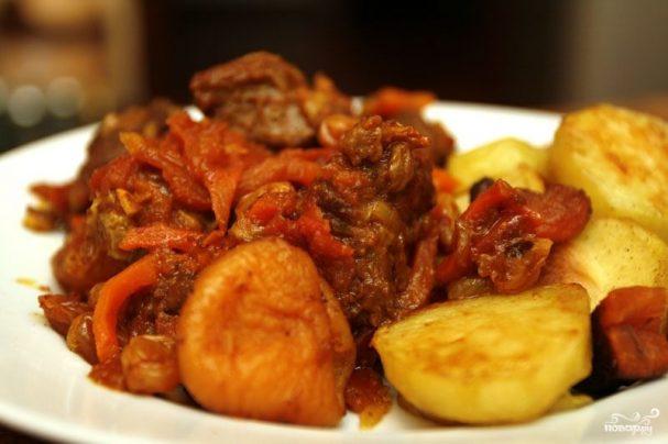 Баранина с томатом и курагой