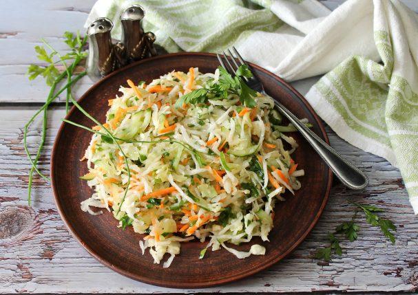 Салат с капустой и дайконом