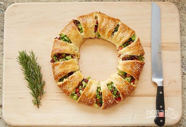 Закусочный пирог с беконом и овощами