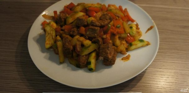 Жаркое с овощами и говядиной