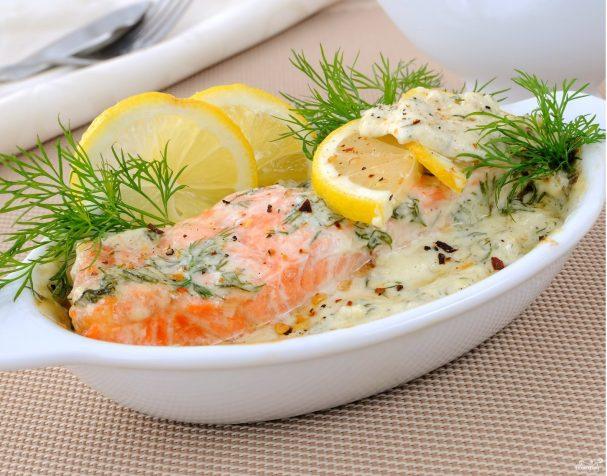 как приготовить красную рыбу со сметанным соусом