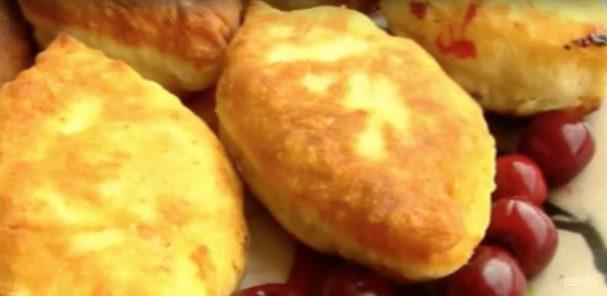 Жареные пирожки с вишней на кефире