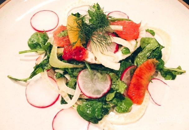Салат с фенхелем, рукколой и апельсином
